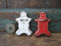 gingerbread.  www.catspawprimitives.blogspot.com