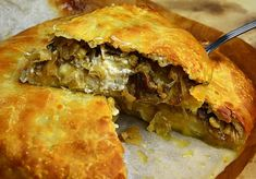 Spanakopita, Pizza, Ethnic Recipes, Food, Meal, Essen, Hoods, Meals, Eten
