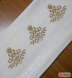 Really nice Cross-Stitch towel and pattern. Cross Stitch Borders, Cross Stitch Designs, Cross Stitching, Cross Stitch Embroidery, Hand Embroidery, Cross Stitch Patterns, Crochet Borders, Machine Embroidery Designs, Embroidery Patterns