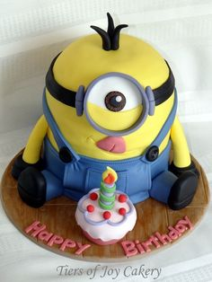 """Despicable Me"" minion birthday cake."