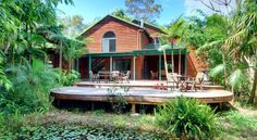 Planula Retreat Byron Bay This 4-star bed & breakfast offers free WiFi and is situated amongst nature on over 50 acres of land. It is just over 3kms from the centre of Byron Bay.  Planula B&B Retreat provides rooms that overlook lush tropical gardens.