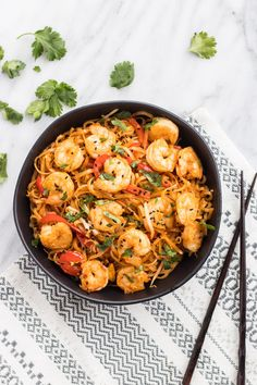 An IBS-friendly twist on the Thai classic, this Low FODMAP Pad Thai with Shrimp offers a filling meal-in-one-bowl that's packed with flavor! | funwithoutfodmaps.com | #lowfodmap #padthai #shrimprecipe