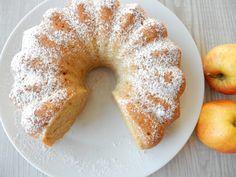 Rychlá jablečná bábovka Sweet Desserts, Doughnut, Bagel, Keto Recipes, Breakfast Recipes, French Toast, Brunch, Strawberry, Food And Drink