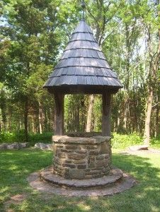 Because every back garden needs a wishing well. Faux well, fill with water, include drain hole to change water -soak feet. Back Gardens, Outdoor Gardens, Wishing Well Plans, Dream Garden, Witch's Garden, Gazebos, Witch Cottage, Wells, Water Well