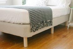 DIY platform bed using old mattress and box springs Diy Outdoor Furniture, Diy Furniture, Furniture Projects, Bedroom Furniture, Diy Modern Bed, Diy Bed Frame, Bed Frames, Diy Platform Bed, Old Mattress