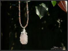 collana quarzo rosa con pendente e tecnica wire wrapping