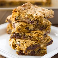 Almond Flour Blondies {Gluten-Free, Dairy-Free Option} - Meaningful Eats - sub in coconut oil, lessen chocolate chips, use coconut sugar as a swap - so yummy! Almond Flour Desserts, Almond Flour Cookies, Almond Flour Recipes, Vegan Desserts, Just Desserts, Dessert Recipes, Almond Flour Brownies, Almond Flour Baking, Paleo Flour