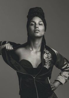 Issue cover star Alicia Keys sits down with us to talk motherhood, success, and of course, music. Manhattan, Avril Lavigne, Oprah Winfrey, Jennifer Lopez, Alicia Keys Style, Norman Jean Roy, Hip Hop, Famous Women, New York