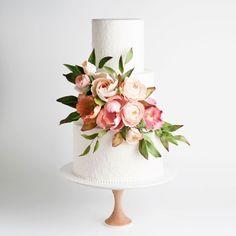 pretty wedding cake wedding cake gallery, un Pretty Wedding Cakes, Floral Wedding Cakes, Wedding Cakes With Flowers, Wedding Cake Designs, Wedding Cupcakes, Pretty Cakes, Beautiful Cakes, Modern Wedding Cakes, Lace Wedding
