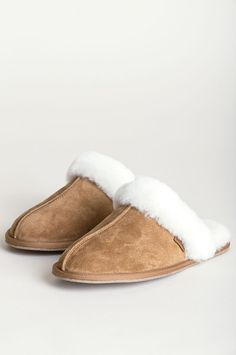 Women's Classic Shearling-Lined Scuff Slippers Ugg Style Boots, Ugg Boots, Shearling Boots, Leather Boots, Wool Shoes, Doc Martens Boots, Vegan Boots, Sheepskin Boots, Comfortable Boots