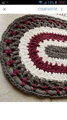 Carpet Runners For Stairways Key: 9818491086 Crochet Beach Bags, Crochet Doily Rug, Crochet Placemats, Crochet Carpet, Crochet Home, Diy Crochet, Crochet Crafts, Yarn Crafts, Crochet Projects