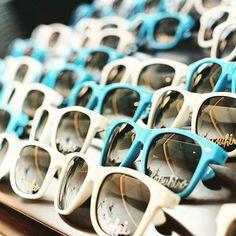 エスコートサングラス⚓ 大切なゲスト皆様をご自身のテーブルがどこかをお知らせする『席次表』の変わりになるアイテムです☺  #sunglasses#wedding #white#blue #shizuoka#resort #happy #beach #bridal #Hawaii#diy  #エスコートカード#席札#海外ウェディング #憧れ #プレ花嫁 #静岡# ベイサイド迎賓館#結婚式準備