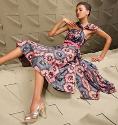 """NETHERLANDS – Vlisco, the world leaders in fabrics production has again lauched a new line of fabrics. """"Touch of Sculpture"""":A Universe of sensations – is the latest trend in high fashion that celebrates the essense of design techniques. A world beyond printing is explored. Knitting, weaving and tye and dye ..."""