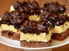 Ciasto czekoladowa śliwka - przyslijprzepis.pl Polish Desserts, Polish Recipes, No Bake Desserts, Chocolate Ganache Tart, Cake Recipes, Dessert Recipes, Kolaci I Torte, Cake Bars, How Sweet Eats