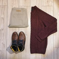 "Polubienia: 21, komentarze: 1 – Chris (@raspberry_grid) na Instagramie: ""Classic today - beige chinos, burgund sweater and Brown shoes. I like this combination  ————-…"""