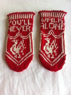 Turned a pattern for mittens into these sockslippers. Kids And Parenting, Cross Stitch Embroidery, Mittens, Liverpool, Stitches, Baby Shoes, Socks, Knitting, Pattern