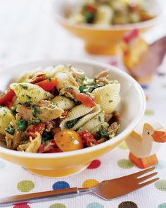 Curry tuna salad, pesto gnocchi with tuna, tuna and shells, and other canned tuna recipes from Rachael Ray's magazine, Rachael Ray Every Day. Tuna Salad Pasta, Pasta Salad Italian, Salad Recipes Video, Pasta Salad Recipes, Healthy Salad Recipes, Healthy Eats, Vegetarian Recipes, Orzo, Recipes