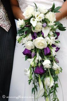 To give an idea of a trailing bouquet with callas, although yours wouldn't be as long