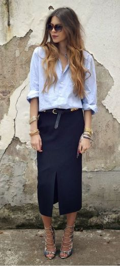 Loose fitting light blue oxford shirt, long navy pencil skirt and gold bangles = fabulous summer work outfit Style Work, Mode Style, Mode Outfits, Office Outfits, Office Attire, Club Outfits, Casual Summer Outfits, Black And White Outfit, Black Belt