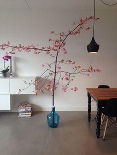 Wil jij deze ook in huis hebben? Mail naar masquelle@hotmail Al vanaf 60 euro! Mooie roze japanse bloesemboom! Een echte boom met zijden roze bloesem. Een blikvanger in de kamer! Altijd in bloei! Ook leuk in de babykamer Trefwoorden: Japanse bloesem kersenbloesem appelbloesem bloesem bloesemboom eyecatcher kunst blikvanger lente voorjaar kinderkamer babykamer meisjeskamer slaapkamer woonkamer vt wonen landelijk modern shabby industrieel