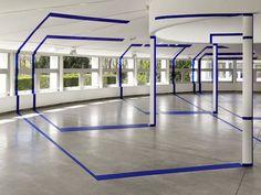 Felice Varini est un artiste suisse qui s'amuse à créer des illusions d'optique.