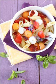 Salade de pâtes au chorizo, chèvre frais et melon