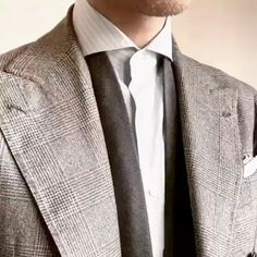 Gentleman Style 613756255454974161 - Source by hanayomeus Mens Fashion Sweaters, Mens Fashion Suits, Mens Suits, Colour Combinations Fashion, Suit Combinations, Costume Africain, Style Costume Homme, Tie A Necktie, Smart Casual Menswear