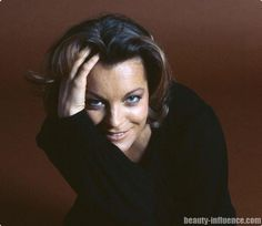 """Romy Schneider & Eva Sereny met in Rome in the The photographer took photos, some erotic, that Romy never wanted to see published. It is only in 1998 that these shots saw the light of day, reunited in Sereny's book """"Romy in Rome"""". Romy Schneider, Divas, Best Beauty Tips, Beauty Hacks, Alain Delon, French Actress, Portraits, Portrait Ideas, Vienna"""