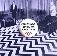 Twin Peaks Backwards Pin Gold Metal David Lynch Laura Palmer