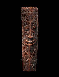 Bouclier d'un homme de haut rang, Mélanésie, province du Kepik. / Arts de Nouvelle-Guinée. / Musée Barbier-Mueller, Genève.