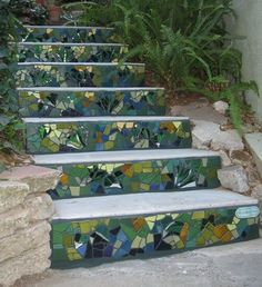 Mosaic & recycled for pretty outdoor stairs #mosaic_garden_steps