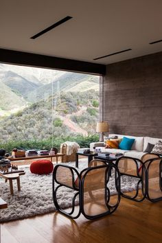 Completed in Toro Canyon House was designed by Bestor Architecture. It is located in Santa Barbara County, California,USA, with spectacular views and a lively interior. Mid Century Modern Living Room, Living Room Modern, Home And Living, Living Area, Living Rooms, Minimalism Living, Architecture Design, Architecture Journal, Modern Bohemian Decor
