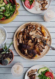 Voici une délicieuse recette originaire du Mexique qui peut se déguster avec une salade, du riz ou en tacos. C'est une viande de porc braisée et séchée remplie de saveurs. Vous allez adorer!