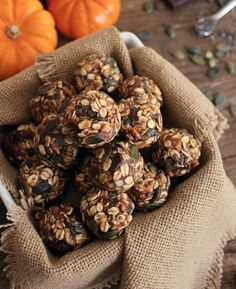 These No-Bake Pumpkin Pie Energy Bites with Dark Chocolate Chunks are vegan, gluten-free, and unbelievably delicious! #pumpkin #FallFest