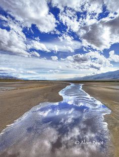 ✯ Cloud reflection in Death Valley