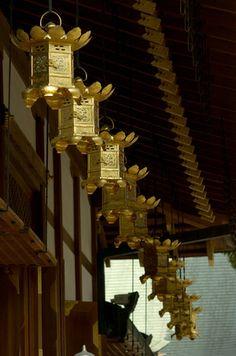 Japanese Temple Lantern | TEMPLE LANTERNS - NIKKO, JAPAN