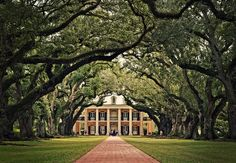 Plantation home. Entrance is amazing love this!