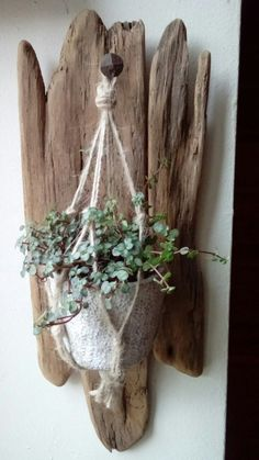 driftwood: Driftwood lighting fixtures are spectacular. Recycling ideas can help add character to interior decorating with unique driftwood lamps. Driftwood mirror frames and small home accents, like wall clocks, shelves, ocean-inspired crafts or artworks Driftwood Planters, Driftwood Wall Art, Driftwood Projects, Hanging Planters, Diy Projects, Deco Nature, Deco Floral, Beach Crafts, Nature Crafts