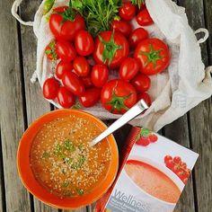 €27,60 Υγιεινή, νόστιμη και 100% φυσική σούπα που περιέχει τρεις πηγές πρωτεϊνών για ιδανική διατροφή και αίσθημα κορεσμού. Η σούπα Natural Balance με ντομάτα & βασιλικό είναι μια φόρμουλα με χαμηλά λιπαρά και υψηλή περιεκτικότητα σε πρωτεΐνες που περιέχει τρεις φυτικές πηγές πρωτεϊνών: μπιζέλι, σόγια και πατάτα. Η πρωτεΐνη συμβάλλει στη διατήρηση της μυικής μάζας. Salsa, Curry, Mexican, Vegetables, Ethnic Recipes, Food, Curries, Essen, Vegetable Recipes