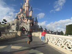 E, então finalmente conheci o castelo da Bela Adormecida ..paisagem linda e #semfiltro #nofilter #castlesleepbeauty #sleepbeauty #disney #disneyland #paris #castle #vacation #viagem #viaje #viajar #tour #turismo #amoviajar #pqviajarfazbem #olharesdeviagem #fotodeviagem #travel #pic #travelpics #livetravel #lovetravel #instatravel #instafotos #travellers #brasileirosviajantes #viajandopelomundo #excursao #travelgram by (luana_corradi) brasileirosviajantes #travel #instafotos #paris…