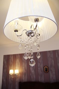 Bratescu Mansion Sparkling Diamond or room number will introduce you to an eclectic atmosphere with floral motifs and lamps adorned with crystal elements. Floral Motif, Floral Prints, Brasov Romania, Sparkling Diamond, Luxury Rooms, Chandelier, Sparkle, Ceiling Lights, Boutique