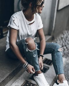 .ripped jeans/ripped t-shirt