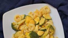 Makaron z cukinią i brokułem w sosie śmietanowym Zucchini, Vegetables, Food, Essen, Vegetable Recipes, Meals, Yemek, Veggies, Eten