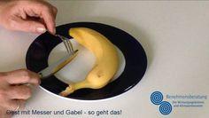 Teilnehmer sind immer wieder erstaunt, wenn sie hören, dass sie eine Banane - wenn es denn stilsicher sein soll - mit Besteck essen sollen. Wir zeigen in unserem kurzen Video, wie es geht! https://youtu.be/FfuwlomnLng