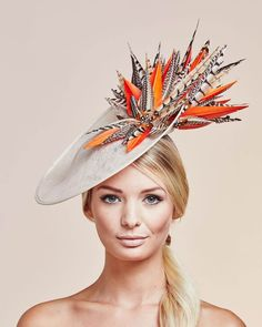Vivien Sheriff Ziggy Stardust HatFrom the Spring/Summer 2017 collection. Purchase Worn by Princess Beatrice o Sombreros Fascinator, Fascinator Hats, Fascinators, Headpieces, Ziggy Stardust, Fancy Hats, Cool Hats, Race Wear, Ascot Hats