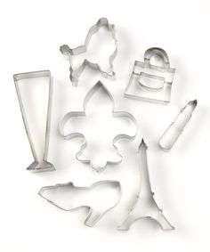 Now your next tea party can have a Paris theme! Can you say French poodle, Fleurs-de-lis and Eiffel Tower? Oui!  #zulilyfind! Paris Cookie Cutter Set #zulilyfinds