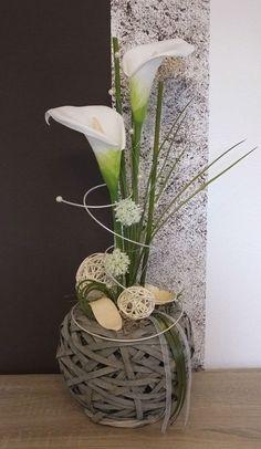 tischdekoration tischgesteck gesteck fr hling sommer gr n wei floristik pinterest. Black Bedroom Furniture Sets. Home Design Ideas