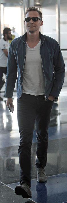 Tom Hiddleston Arriving at JFK Leaving New York for LA - 26th July. Album (by Tom Hiddleston Fans): http://tomhiddleston.us/gallery/thumbnails.php?album=788