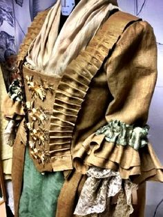 Outlander Season 4, Outlander Book Series, Starz Series, Terry Dresbach, Scottish Clothing, Outlander Costumes, Drums Of Autumn, Medieval Costume, Renaissance Fair