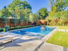 Riverbend Sandler Pools offers Geometric Pool Designs Dallas, Frisco and surrounding areas that homeowners can be proud of. Backyard Pool Designs, Small Backyard Pools, Small Pools, Swimming Pool Landscaping, Swimming Pool Designs, Dallas, Piscine Coque Polyester, Piscina Rectangular, Living Pool